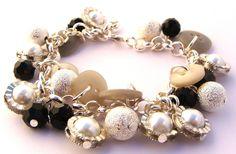 Bijzonder armbandje aan silver plated ketting met verzilverde kralen, knopen, facet geslepen glaskristal kralen en glasparels. Pearl Earrings, Pearls, Fashion, Illusions, Moda, Pearl Studs, Fashion Styles, Beads, Bead Earrings