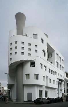 -i love the way Art deco houses sometimes look like ocean liners