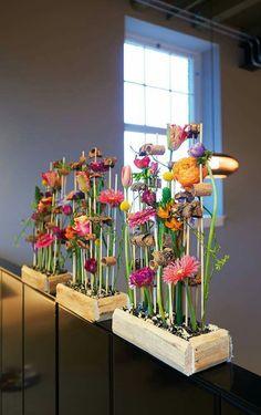Wild Flower Arrangements, Flower Arrangement Designs, Flower Designs, Floral Style, Floral Design, Corporate Flowers, Language Of Flowers, Arte Floral, Table Flowers