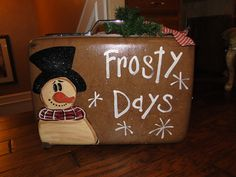 Frosty luggage Rustic Crafts, Country Crafts, Primitive Crafts, Primitive Christmas, Vintage Christmas Ornaments, Christmas Snowman, Christmas Decorations, New Year's Crafts, Holiday Crafts