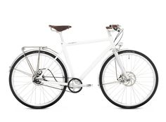 Schindelhauer Friedrich creame white  An ultra-smooth ride for town and country. Friedrich is agile and efficient for the city, but easily functions as the perfect bike for a weekend away. Equipped with Curana mudguards, an integrated Supernova lighting system, and a sleek Tubus rear rack, Friedrich also features the maintenance-free Gates Carbon Drive™ CenterTrack. Friedrich is available in an 8- or 11-speed Shimano Alfine hub.