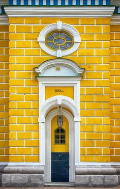 People Share Pics Of Real-Life Locations That Look Like They're Straight Out Of A Wes Anderson Movie / Door In Kiev, Ukraine