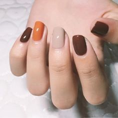 There are three kinds of fake nails which all come from the family of plastics. Acrylic nails are a liquid and powder mix. They are mixed in front of you and then they are brushed onto your nails and shaped. These nails are air dried. When creating dip. Fall Nail Art, Fall Nail Colors, Hair Colors, Fall Manicure, Manicure Colors, Fall Gel Nails, Winter Nails, Color Nails, Manicure Ideas