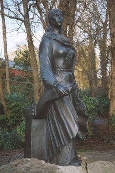 Bronze statue of the Irish pirate Queen, Grainne (Grace) O'Malley, on the grounds of Westport House. Westport House sits on the site of the O'Malley castle whose dungeons are present to this day. Grace O'malley, Irish Warrior, Warrior Queen, Erin Go Braugh, Irish Restaurants, South Side Chicago, English Army, Pirate Queen, Irish Eyes
