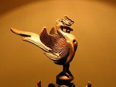 봉황 / 상상의 동물 Oriental, Lion Sculpture, Arts And Crafts, Carving, Statue, Anime, Craft Art, Phoenix, Art Background