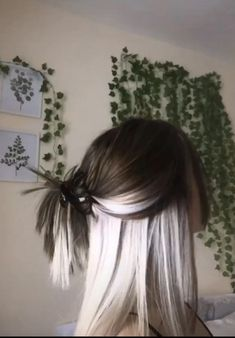 Cute Hair Colors, Pretty Hair Color, Hair Color And Cut, Hair Inspo, Hair Inspiration, Hair Color Streaks, Hair Highlights, Blonde Underneath Hair, Professional Hair Straightener