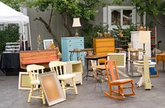 Side Hustle: How to Start a Furniture Refurbishing Business - Diy Furniture Beds Ideen Italian Bedroom Furniture, Shabby Chic Furniture, Painted Furniture, Rustic Furniture, Refinished Furniture, Furniture Handles, Luxury Furniture, Antique Furniture, Upcycled Crafts