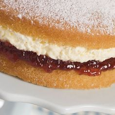 8 Mary Berry Dessert Recipes to Help You Prep for Your 'Great British Bake Off' Audition British Baking Show Recipes, British Bake Off Recipes, Baking Recipes, Dessert Recipes, Jam Recipes, Party Desserts, Healthy Desserts, Victoria Sponge Rezept, Mary Berry Victoria Sponge