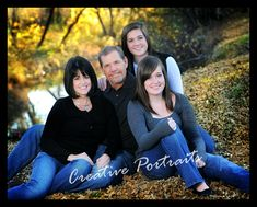 Family of 4 Outdoor Family Portraits, Family Portrait Poses, Outdoor Family Photos, Fall Family Pictures, Family Picture Poses, Family Posing, Family Pics, Portrait Ideas, Posing Families