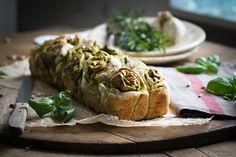 Party-Zupfbrot mit Basilikumpesto & Chili