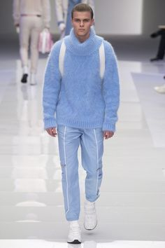 Emilia Petrarca @EmiliaPetrarca  2h2 hours ago Versace #menswear took the Pantone colors of the year seriously. All about Rose Quartz and Serenity, bro.