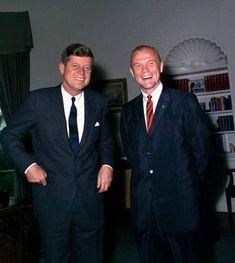 Nadire Atas on the Kennedy Glamour Robert Kennedy, Jackie Kennedy, American Presidents, American History, Celebridades Fashion, Jaqueline Kennedy, John Glenn, John Fitzgerald, World Leaders