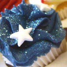 midnight blue cupcakes with silver stars and glitter so pretty