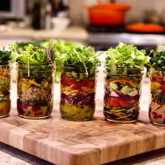 Mason Jar Salad Lunches - Blue Zones Recipes While an official recipe to create a mason jar isn't really necessary, there is a bit of an art to building the perfect mason jar salad. Blue Zones Recipes, Zone Recipes, Delicious Lentil Soup Recipe, Bean And Vegetable Soup, Whole Food Recipes, Healthy Recipes, Raw Recipes, Yummy Recipes, Roasted Radishes