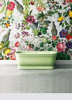 Un espectáculo de flores y frutas decora este papel, de la espléndida colección Devon & Devon Wallpaper. Ponlos en el baño... o donde quieras. Love it!