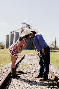 #pregnancy shoot country  kiss