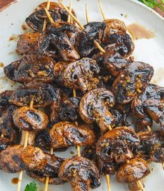 Recette : Brochettes de champignons au Balsamique et ail. Recipe: Skewers of Mushrooms with Balsamic and Garlic. Barbecue Recipes, Grilling Recipes, Veggie Recipes, Vegetarian Recipes, Chicken Recipes, Healthy Dinner Recipes, Snack Recipes, Cooking Recipes, Skewers