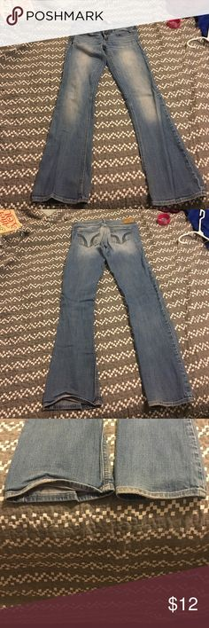 Hollister jeans for juniors!! Normal wear on these pants but barely any sign of wear the bottom of the jeans! Just has a torn up label in the back! Size 3S waist:26,length:31. Smoke/pet free home Hollister Jeans Boot Cut