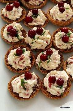 Snacks Für Party, Appetizers For Party, Tapas, Cocktail Party Food, Good Food, Yummy Food, No Salt Recipes, Salty Snacks, Just Eat It