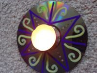 Licht van de wereld - creatief gebedsidee - cd, verfpennen en een theelichtje / Light of the world - creative prayer idea - cd, paint pens and a tealight