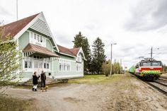 """Tervolan Koivun rautatieeasema ----Koti löytyi yli 100-vuotiaasta asemarakennuksesta – """"Se oli rakkautta ensisilmäyksellä"""" - Aamulehti"""