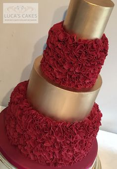 Normally, wedding cakes are is the traditional cake being dished up to the visitors at the breakfast after the wedding. It is defined as a substantial cake, various from the typical cakes we have on common events. Wedding Cake Red, Fall Wedding Cakes, Elegant Wedding Cakes, Beautiful Wedding Cakes, Gorgeous Cakes, Wedding Cake Designs, Pretty Cakes, Amazing Cakes, Foto Pastel
