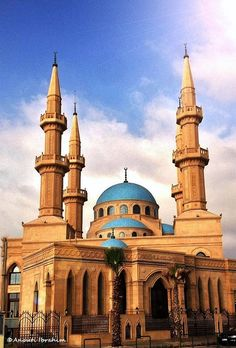 Al Shukur Mosque . Mosque Architecture, Amazing Architecture, Art And Architecture, Beautiful Mosques, Beautiful Buildings, Islamic World, Islamic Art, Temples, Flying Buttress