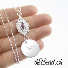 Dieser Silberschmuck besteht aus einer Silberkette (Länge wählbar), einem in Silber eingefassten Turmalin  und einem Gravuranhänger, den wir mit Ihrer Wunschgravur gravieren. Die Gravur (einer Seite) ist im Gesamtpreis enthalten, die Gravur der zweiten Seite ist optional wählbar. Pendant Necklace, Silver, Jewelry, Necklaces, The Last Song, Silver Jewellery, Jewels, Schmuck, Jewerly