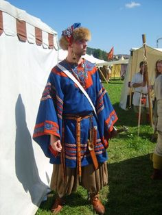 Gotland Tunic with rich embroidery by… Viking Tunic, Viking Garb, Viking Reenactment, Viking Men, Viking Dress, Medieval Costume, Norse Clothing, Medieval Clothing, Historical Costume