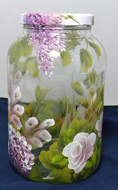 I'll do this and put a candle in the jar. Chalk Paint Mason Jars, Painted Wine Bottles, Painted Wine Glasses, Painted Mason Jars, Vintage Bottles, Glass Bottle Crafts, Bottle Art, Glass Painting Designs, Jar Art