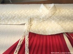 한복 스튜디오 이노주단 Korean Traditional Dress, Traditional Dresses, Country Costumes, Korea Dress, Modern Hanbok, Korean Outfits, Asian Fashion, Totes, Clothes For Women