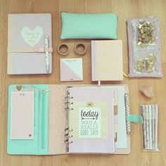 La rentrée scolaire septembre 2015 – toute l'data!fr – … Back to school September 2015 – all the data! Planner Organization, School Organization, Diy Cahier, Diy Pour La Rentrée, School Suplies, Ideias Diy, Back To School Supplies, Cute Stationery, Cool Stationary