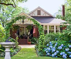 http://www.bhg.com/home-improvement/exteriors/curb-appeal/curb-appeal-tips/?socsrc=bhgpin031813arborentry