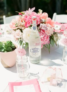 Jessica of A Vintage Affairwanted to do something very feminine with vivid colors for Caitlin's bridal shower. A garden party seemed to be a perfect fit.