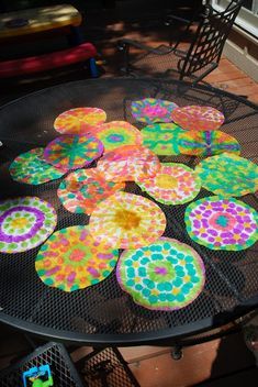 Coffee filter art ....a fun Spring time craft with the kids