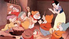 """O lançamento do longa de animação """"Branca de Neve e os Sete Anões"""" completa 80 anos em 2017. A produção da Disney teve sua estreia no Carthay Circle Theatre, em Hollywood, em 21 de dezembro de 1937…"""
