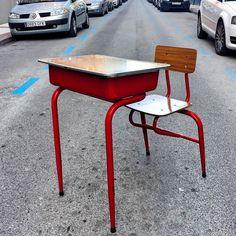 www.potsdam.es C/Santa Marta 6 Pamplona.  Pupitre metalico en color rojo
