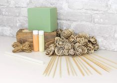 The Wesley Centerpiece kit is full of our favorite flower! The Wesley flower very much resembles a rose with an added rustic touch added by the bark being left on! #diyflowers #woodflowers #solawood #diycraft #craftideas #diy #preservedflowers