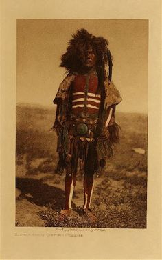 Buffalo Dance Costume - Mandan (The North American Indian, v. Cambridge, MA: The University Press, by Edward Sheriff Curtis from USC Libraries Native American Photos, American Indian Art, Native American Tribes, Native American History, Native Indian, Native Art, Gaucho, Sioux, Indian Pictures