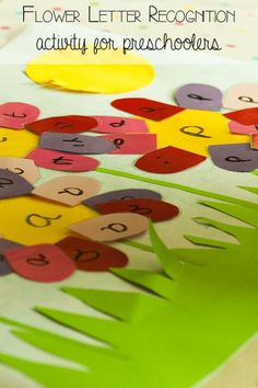 Letter recognition flowers - help preschoolers learn their letters with this DIY summer flower garden to work on letter recognition skills