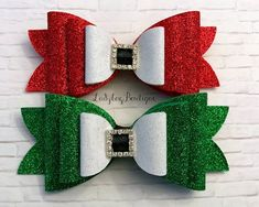 ~set of two hair bows as shown ~attached to large partially-lined alligator clips ~non-flaking glitter material backed with soft wool felt Making Hair Bows, Diy Hair Bows, Diy Bow, Diy Crafts To Do, Christmas Crafts, Christmas Hair Bows, Bow Tutorial, Diy Hair Accessories, How To Make Bows