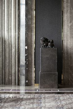 marble walls - vertical-marble details