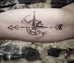 geometric tattoo ideas for men - arrow and compass - Tattoo's - Henna Designs Hand Wand Tattoo, Tattoo Finder, Arm Tattoos For Guys, Couple Tattoos, Small Tattoos, Archery Tattoo, Tattoo Familie, Tattoo Arm Mann, Tatoo