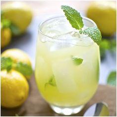 Minzlimonade - Mint lemonade - ментова лимонада Шепа свежи листа от мента Прясно изстискан сок от 6 лимона и настъргана кора от 3 3 с.л. захар (може и мед) Бутилка газирана вода