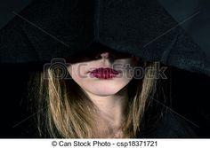 #attraente #indietro #fondo #bello #bellezza #nero #corpo #celebrare #celebrazione #mantello #costume #scuro #oscurità #demoni #diavolo #espressione #occhi #faccia #fantasia #moda #femmina #ragazza #gotico #capelli #Halloween #testa #cappuccio #ipnotico #signora #magia #magico #suora #festa #persona #ritratto #potere #carino #sacerdotessa #toga #pauroso #pelle #strega #stile #VAMPIRO #donna #Donne