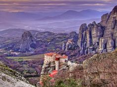 This is a great sight with spectacular cliffs, which rise well over 266 meters (1,200 feet) into the air. These cliffs overlook the villages of Kastraki and Kalambaka located in the north central of Greece's mainland. The historical monasteries that are perched along the summits make these cliffs even more incredible.