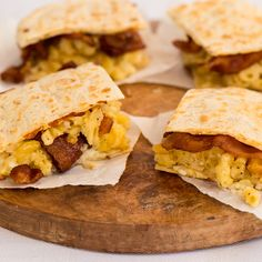 Bacon Mac and Cheese Quesadillas - Caciquedilla Club Brunch Recipes, Gourmet Recipes, Breakfast Recipes, Snack Recipes, Cooking Recipes, Diabetic Recipes, Yummy Recipes, Snacks, Cheese Tacos