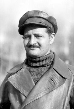 Benjamin Katine, 15th IB photographer, December 1937.  http://www.alba-valb.org/volunteers/benjamin-katine/
