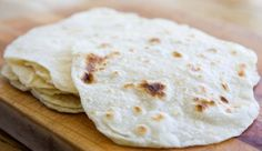 Tortillas aus Weizenmehl Original mexikanische Tortillas bestehen ursprünglich nur aus Maismehl. Da unser Maismehl hierzulande aber keine so gute Bindung