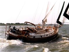 Perhaps my favorite sail boat is a Hans Christian. I had an excellent opportunity to tour a friends boat when they had me and the crew from Through the Port . Sailboat Living, Dutch East Indies, Cool Boats, Out To Sea, Hans Christian, Sail Away, Boat Design, Set Sail, Wooden Boats